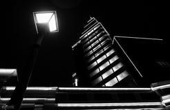 Lámpara de calle de la noche imagenes de archivo