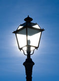 Lámpara de calle puesta a contraluz Fotos de archivo libres de regalías