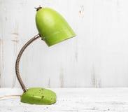 Lámpara de escritorio verde retra Foto de archivo libre de regalías