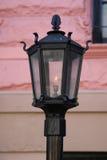 Lámpara de gas del vintage en el frente de la arenisca de color oscuro de New York City Imagen de archivo libre de regalías