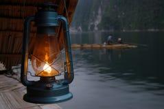 Lámpara de keroseno. [Lámpara de keroseno de los pescadores.] Foto de archivo