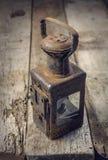 lámpara de keroseno oxidada del vintage Fotos de archivo