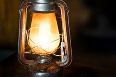 Lámpara de keroseno vieja imagenes de archivo