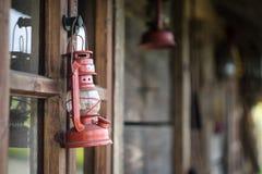 Lámpara de keroseno y casa vieja Imagen de archivo libre de regalías