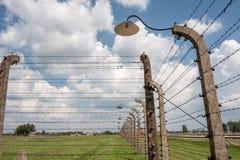 Lámpara de la cerca de Auschwitz-Birkenau Fotografía de archivo