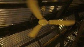 Lámpara de la fan de techo con las cuchillas plegables metrajes