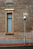 Lámpara de la ventana y de calle Foto de archivo libre de regalías