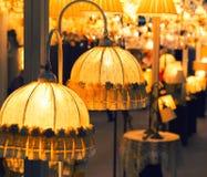 Lámpara de lujo de la tabla, colores amarillos fotografía de archivo