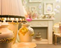Lámpara de lujo de la tabla, colores amarillos fotografía de archivo libre de regalías
