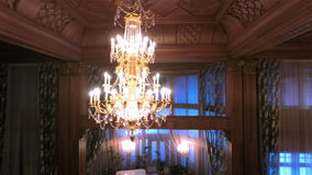 Lámpara de lujo de los cristales almacen de metraje de vídeo