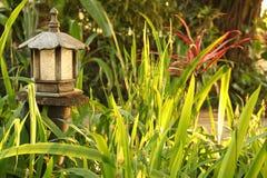 Lámpara de madera del jardín Imagenes de archivo