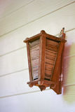 Lámpara de madera en la pared Fotografía de archivo libre de regalías