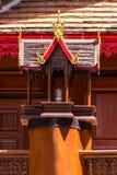 Lámpara de madera Lanna Style con la capilla Foto de archivo libre de regalías