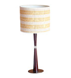 Lámpara de mesa aislada en blanco imágenes de archivo libres de regalías