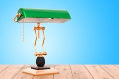 Lámpara de mesa de los banqueros del vintage con la sombra verde en la tabla de madera stock de ilustración