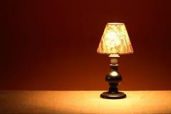 Lámpara de mesa que brilla intensamente Imagenes de archivo