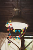 Lámpara de pared de la calle del vintage en ciudad Imagen de archivo