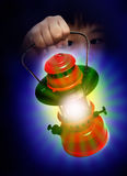 Lámpara de petróleo de la explotación agrícola del muchacho Imagen de archivo libre de regalías
