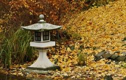 Lámpara de piedra japonesa fotografía de archivo libre de regalías