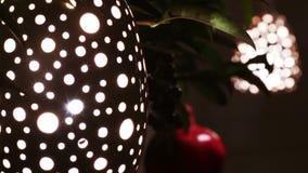 Lámpara decorativa con los agujeros