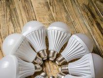 Lámpara del LED en un fondo de madera, Imagen de archivo libre de regalías
