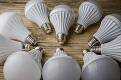 Lámpara del LED en un fondo de madera, Fotografía de archivo libre de regalías