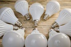 Lámpara del LED en un fondo de madera, Imagen de archivo