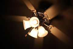 Lámpara del techo en la oscuridad Fotos de archivo libres de regalías