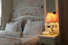 Lámpara en dormitorio Fotografía de archivo