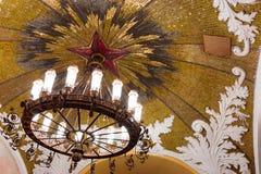 Lámpara en el metro de Moscú foto de archivo