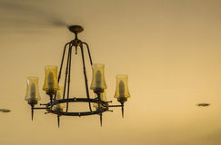 Lámpara en fondo beige de la pared Fotografía de archivo
