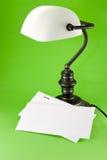 Lámpara en fondo verde Fotos de archivo libres de regalías