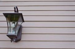Lámpara en la pared del tablón Imagenes de archivo