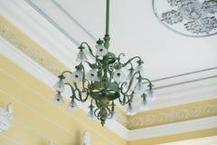 lámpara en techo imagen de archivo