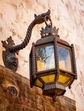 Lámpara española antigua del exterior del estilo fotografía de archivo libre de regalías
