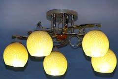 Lámpara hermosa con cinco plafonds Imagen de archivo