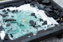 Lámpara quebrada con el fragmento de cristal imágenes de archivo libres de regalías