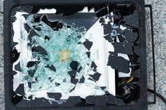 Lámpara quebrada con el fragmento de cristal fotos de archivo libres de regalías