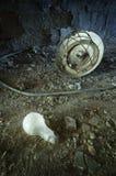 Lámpara quebrada y su bulbo imágenes de archivo libres de regalías