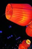 Lámpara roja en la noche Fotos de archivo