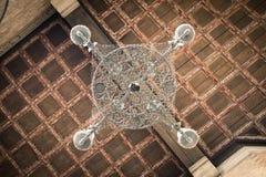 Lámpara vieja del hierro y techo de madera coffered Imágenes de archivo libres de regalías