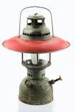 Lámpara vieja o del vintage de huracán en el fondo blanco, corrosión material del material de la lámpara Imágenes de archivo libres de regalías