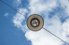Lámpara y cielo azul Foto de archivo libre de regalías