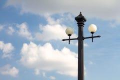 Lámpara y cielo de calle Fotografía de archivo libre de regalías
