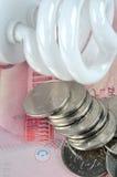 Lámpara y dinero de la electricidad del ahorro Imagen de archivo libre de regalías