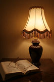 Lámpara y libro Foto de archivo