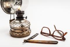 Lámpara y maquinilla de afeitar Fotos de archivo libres de regalías