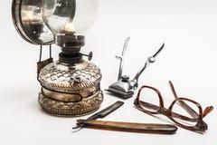 Lámpara y maquinilla de afeitar Fotos de archivo