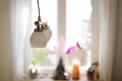 Lámpara y ndow de los wi Imágenes de archivo libres de regalías
