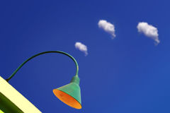 Lámpara y nubes Fotos de archivo libres de regalías